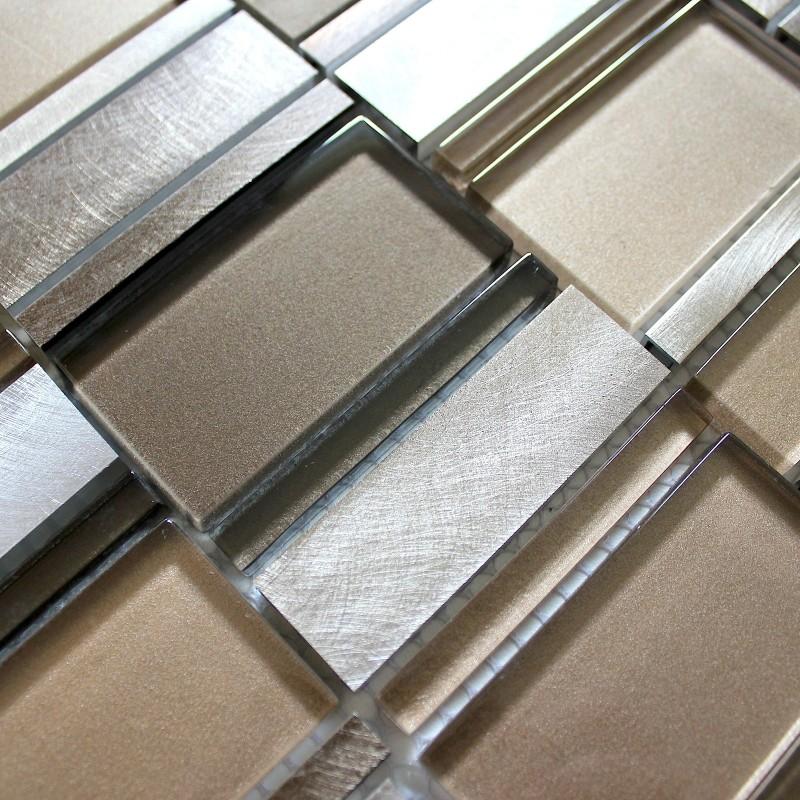 Dalle mosaique aluminium et verre carrelage cuisine for Carrelage en credence